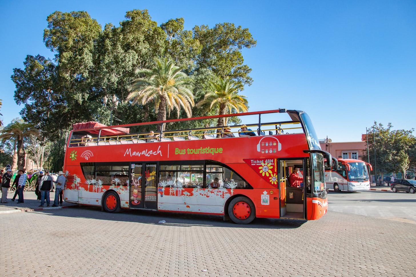 De toeristenbus in Marrakech