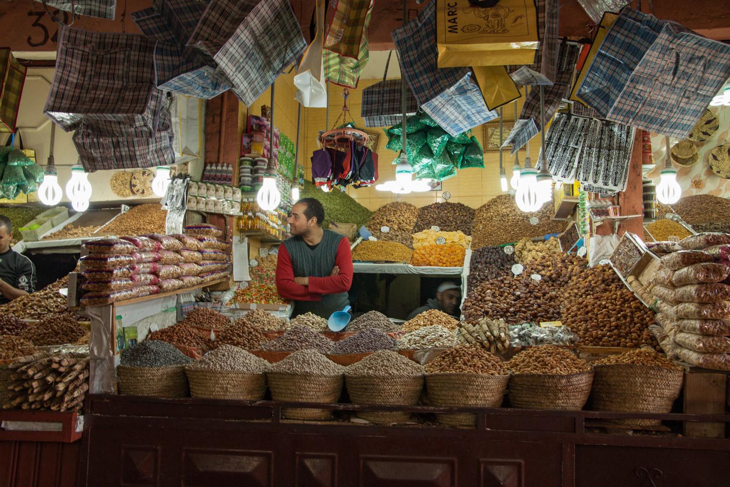 Noten kopen op een traditionele souk